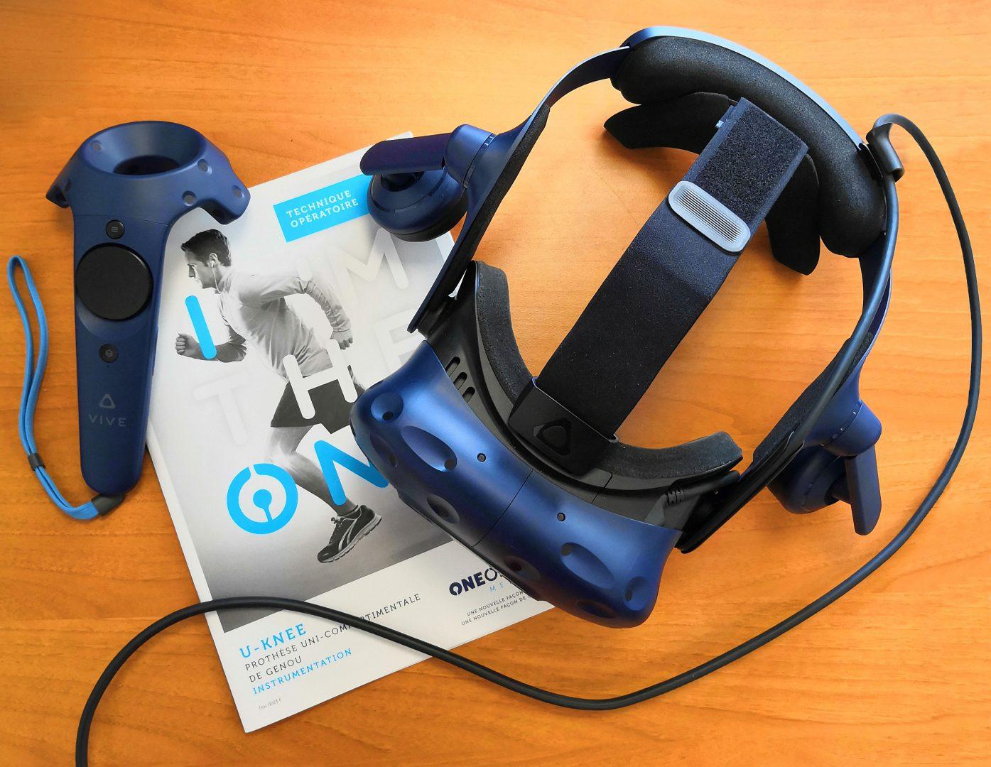 Casque et manettes utilisés pour notre technique opératoire virtuelle